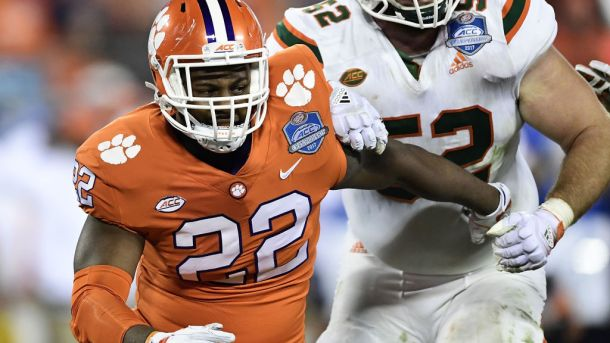 Clemson redshirt junior Xavier Kelly will leave Clemson as a graduate transfer.